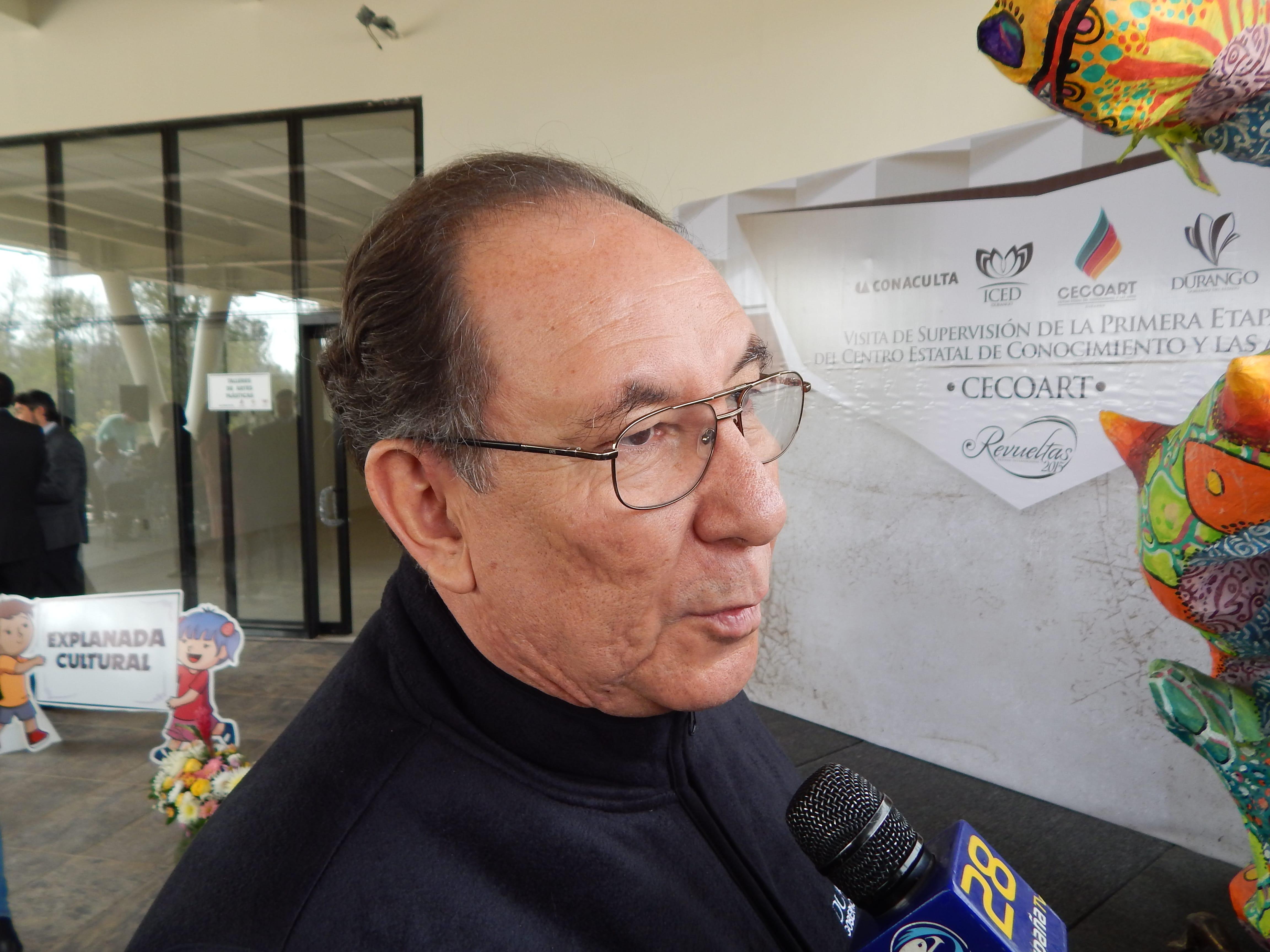 Rubén Ontiveros Rentería, director del ICED. El cargo para promocionarse como escritor.