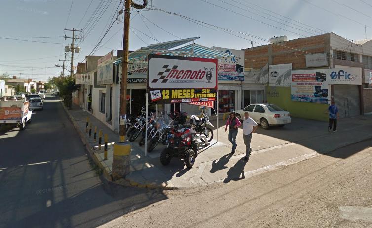 """Otra empresa de """"limpieza"""", ubicada en la Av. Cuauhtémoc esquina con Pino Suárez, tiene el giro de venta de motocicletas."""