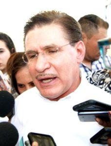 Dr. José Rosas Aispuro Torres, gobernador de Durango, los trabajadores de la UNIPOLI solicitan su ayuda.