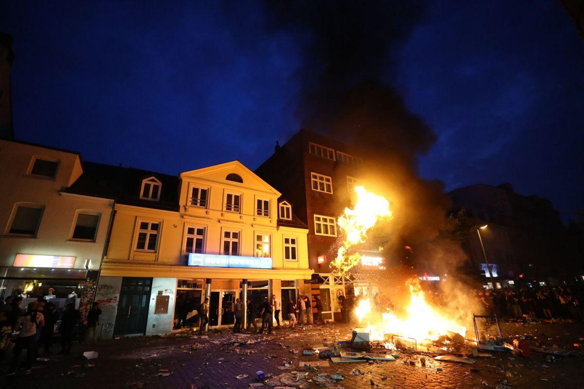 Muchos puntos de la ciudad de Hamburgo, Alemania, fueron incendiados por miles de europeos en protesta contra el G20, que integran los países más poderosos y depredadores del planeta.