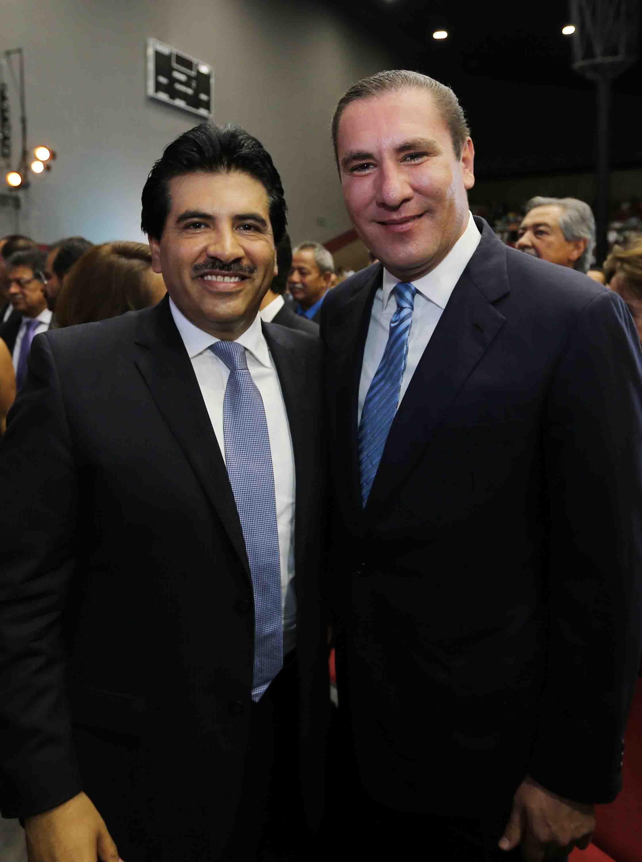 El alcalde de Durango, Dr. José Ramón Enríquez Herrera, presidente de la Federación Nacional de Municipios de México (FENAMM) fue desconocido por integrantes de este organismo por ejercer su derecho ciudadano de apoyar públicamente a Rafael Moreno Valle.