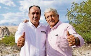 """El jerarca morenista López Obrador con su protegido, el hostigador sexual Rosendo Salgado Vázquez, que a pesar de haber sido destituido como delegado estatal de Morena en Durango en los hechos sigue ejerciendo funciones de mando con la autorización del santón """"izquierdista"""" tabasqueño."""