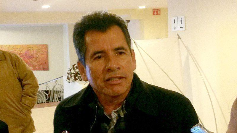 Adelmo Ruvalcaba Nieto, el corrupto director del SIDEAPA de Gómez Palacio, utIliza su empresa, Blas Constructores, para efectuar lecturas de medidores, cortes de agua y drenaje, y reconecciones, con el consentimiento de la presidenta municipal Juana Leticia Herrera Ale.