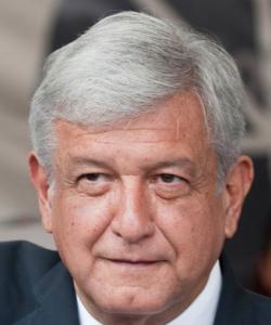 """Andrés Manuel López Obrador, el santón """"izquierdista"""" hipócrita que vende las franquicias de su partido al mejor postor y protege a sus pillos cínicamente."""